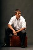 Uomo con la valigia. Fotografia Stock