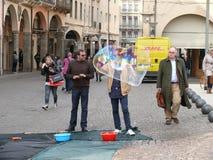 Uomo con le bolle sulla piazza Cavour Padova (Padova) - Italia Immagine Stock Libera da Diritti