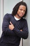 Uomo con le braccia attraversate Fotografie Stock Libere da Diritti