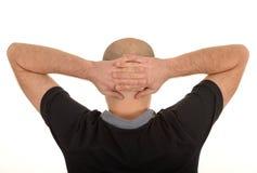 Uomo con le mani dietro la testa fotografie stock libere da diritti