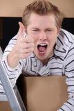 Uomo con le scatole di cartone Fotografia Stock