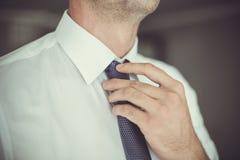 Uomo con lo smoking Fotografia Stock Libera da Diritti