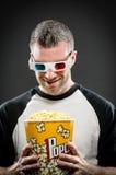 Uomo con popcorn e vetri 3d Fotografie Stock Libere da Diritti