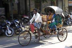 Uomo con Riksha a Jaipur, India Immagini Stock Libere da Diritti