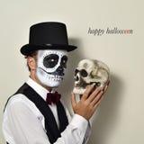 Uomo con trucco messicano e cranio di calaveras e corridoio felice del testo Fotografia Stock Libera da Diritti