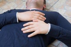Uomo con un attacco di cuore immagini stock libere da diritti