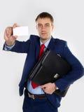 Uomo con un biglietto da visita Immagini Stock Libere da Diritti