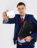 Uomo con un biglietto da visita Immagine Stock Libera da Diritti