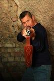 Uomo con un fucile Immagini Stock Libere da Diritti