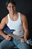 Uomo con una chitarra elettrica Fotografia Stock Libera da Diritti
