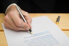 Uomo con una penna stilografica Immagini Stock Libere da Diritti