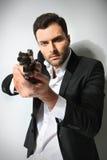 Uomo con una pistola, Fotografie Stock Libere da Diritti