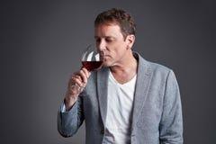 Uomo con vetro di vino Immagini Stock