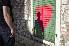 Uomo concettuale nel fondo di amore Immagini Stock Libere da Diritti