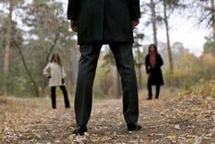 Uomo contro due donne Fotografia Stock Libera da Diritti