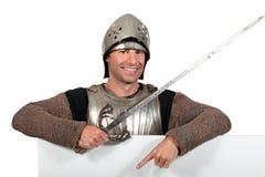 Uomo in costume dei cavalieri Immagini Stock