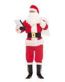 Uomo in costume del Babbo Natale con il blocco note e la borsa Fotografie Stock Libere da Diritti