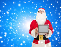Uomo in costume del Babbo Natale con il pc della compressa Fotografie Stock