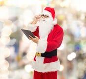 Uomo in costume del Babbo Natale con il pc della compressa Immagine Stock Libera da Diritti