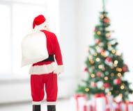 Uomo in costume del Babbo Natale con la borsa Immagine Stock Libera da Diritti