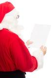 Uomo in costume del Babbo Natale con la lettera Fotografia Stock Libera da Diritti