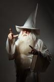 Uomo in costume del mago Immagini Stock