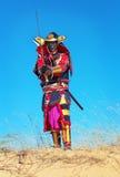 Uomo in costume del samurai con la spada Fotografia Stock