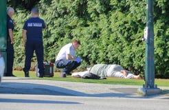 Uomo crollato in via di Vancouver fotografie stock