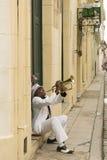 Uomo cubano che gioca tromba Avana fotografia stock