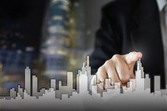Uomo d'affari Activate Growth Process, scegliente casa, concetto della città del bene immobile Stampaggio a mano dell'orizzonte l immagine stock libera da diritti