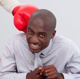 Uomo d'affari Afro-American che è inscatolato Immagini Stock