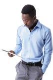 Uomo d'affari afroamericano con la compressa Fotografia Stock Libera da Diritti
