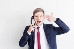 Uomo d'affari agitato sul lavoro immagini stock libere da diritti