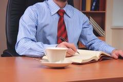 Uomo d'affari all'ufficio Immagini Stock