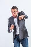 Uomo d'affari allegro che mostra le sue mani di pugilato per la concorrenza di divertimento Fotografia Stock Libera da Diritti