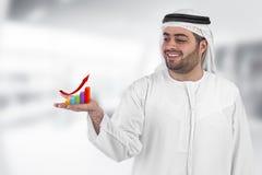 Uomo d'affari arabo con un commercio dello schema di diagramma Fotografie Stock