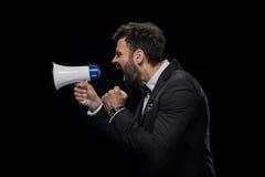 Uomo d'affari arrabbiato barbuto bello che urla in megafono immagine stock libera da diritti