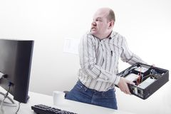 Uomo d'affari arrabbiato con i problemi del computer Immagini Stock