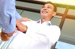 Uomo d'affari asiatico allegro Fotografia Stock