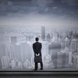 Uomo d'affari asiatico che esamina il futuro Immagine Stock Libera da Diritti
