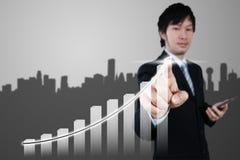 Uomo d'affari asiatico che lavora 3d al grafico, concetto di affari Fotografia Stock