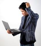 Uomo d'affari asiatico con il computer portatile Fotografia Stock Libera da Diritti