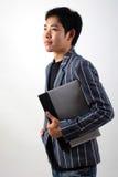 Uomo d'affari asiatico con il computer portatile Immagini Stock