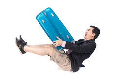 Uomo d'affari asiatico con la borsa pesante di viaggio immagine stock libera da diritti
