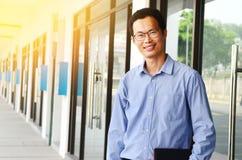 Uomo d'affari asiatico invecchiato mezzo Immagini Stock