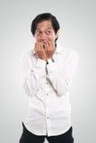 Uomo d'affari asiatico preoccupato nel gesto spaventato Immagini Stock Libere da Diritti