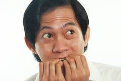 Uomo d'affari asiatico preoccupato nel gesto spaventato Fotografia Stock