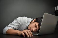Uomo d'affari asiatico stanco Fotografia Stock