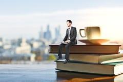 Uomo d'affari astratto con il computer portatile Fotografia Stock