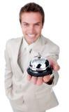 Uomo d'affari attraente che mostra un segnalatore acustico di servizio Immagine Stock Libera da Diritti